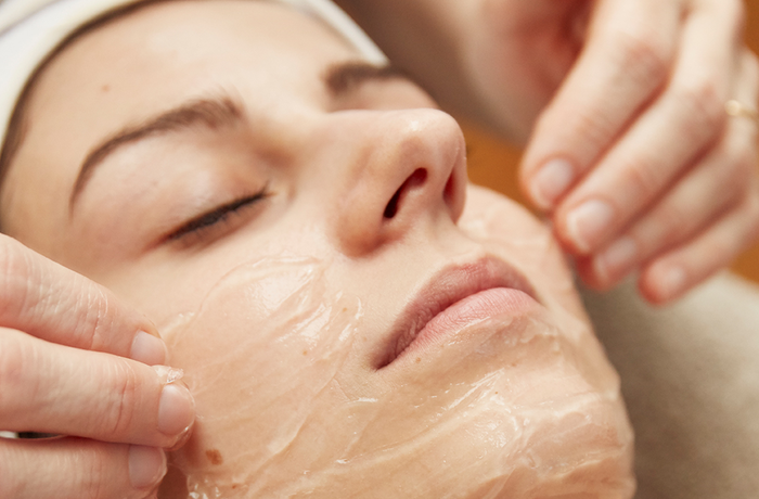 Facial treatment with snail gel 50'