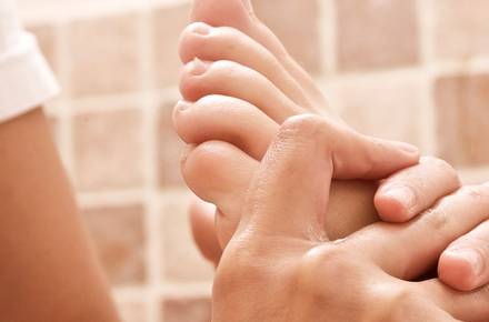 Massage of the Feet and Calves 25'