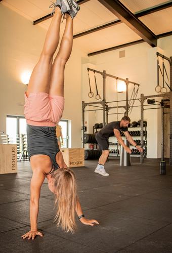 Fit_girl_doing_a_handstand_walk.jpg