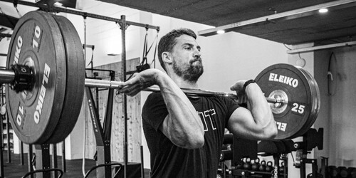 fit_man_holding_barbell_in_front_rack_powerclean.jpg